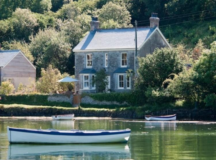 Coombe Villa  In Coombe