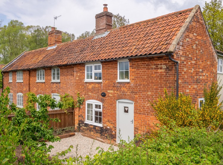 Valentine Cottage At Snape Watering