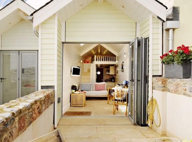 Shaldon Beach Hut 1