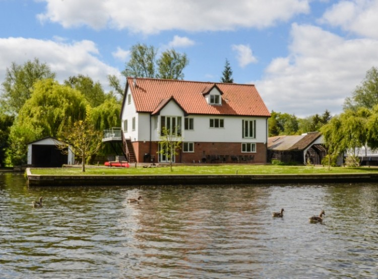 The Willows In Wroxham