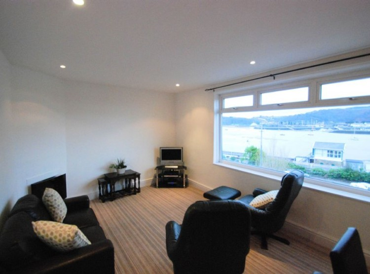 Estuary View Apartment In Deganwy