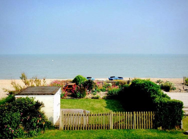 Coastal Cottage  At Pevensey Bay