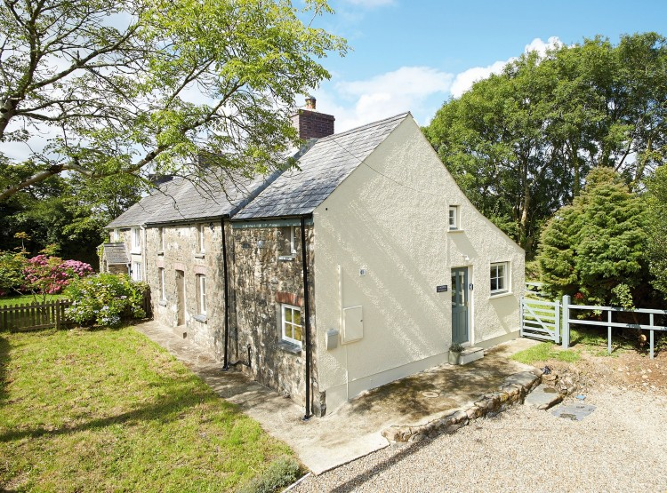 2 Tregroes Cottage  At Fishguard