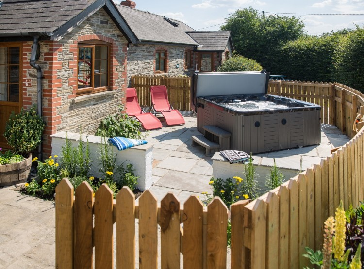 The Barn cottage with hot tub