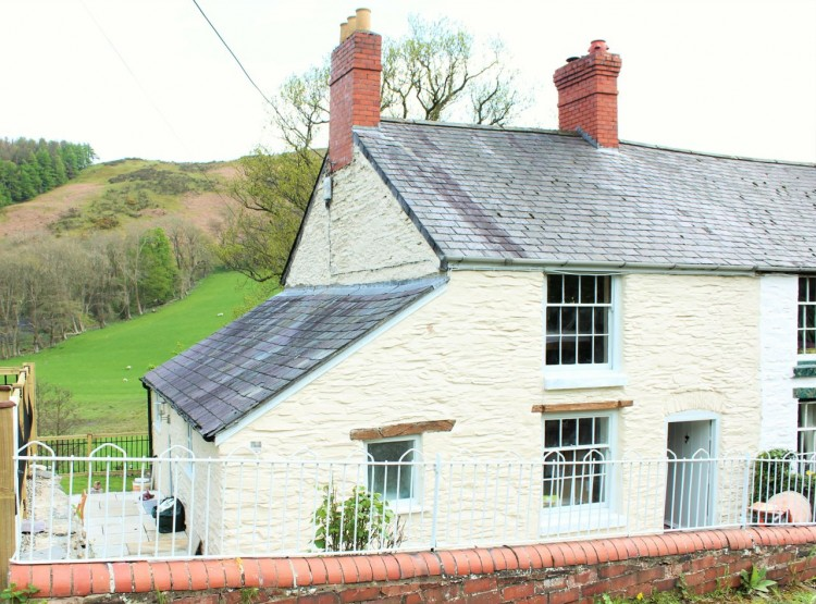 Riverside Cottage In Rhewl