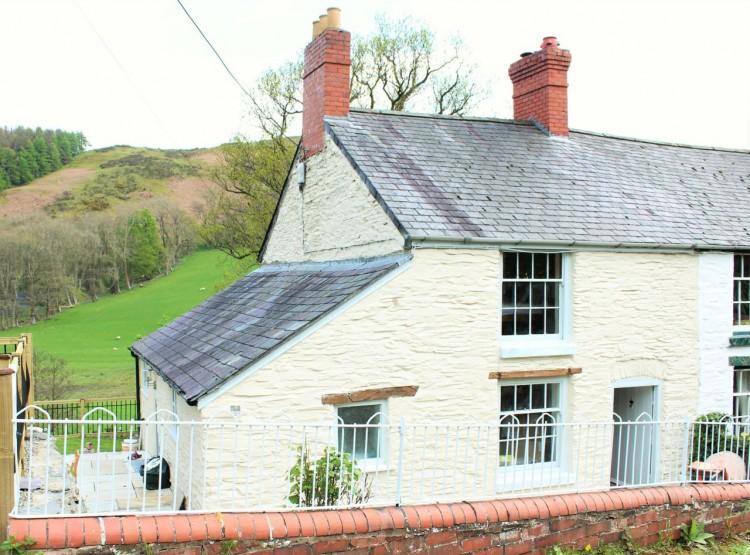 Riverside Cottage In Rhewl