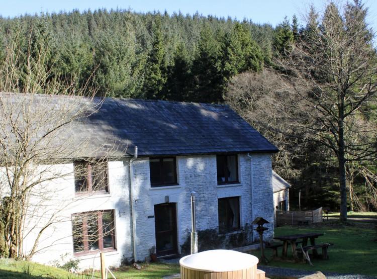 Trallwm Farmhouse  At Trallwm Forest Cottages