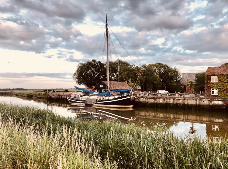 Onderneming Dutch Barge On The River Alde At Snape Maltings