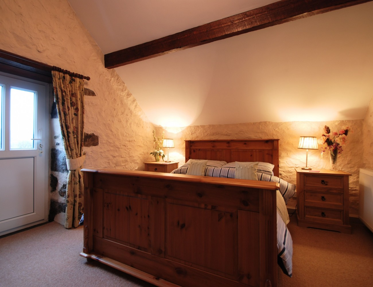 Llwyn y gwaew farm unique holiday cottages for Llwyn y brain dining room